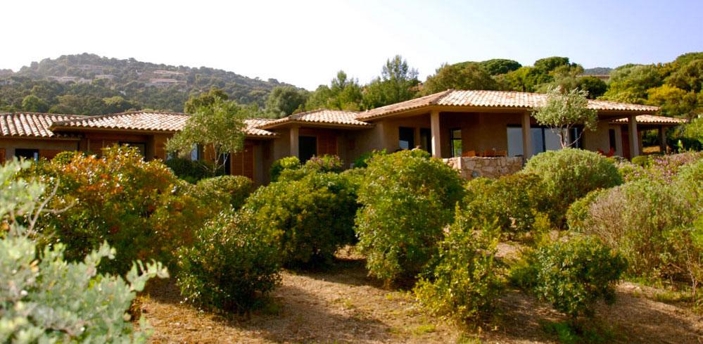 location de vacances grand standing en Corse du Sud avec piscine et accès direct à la plage de Palombaggia